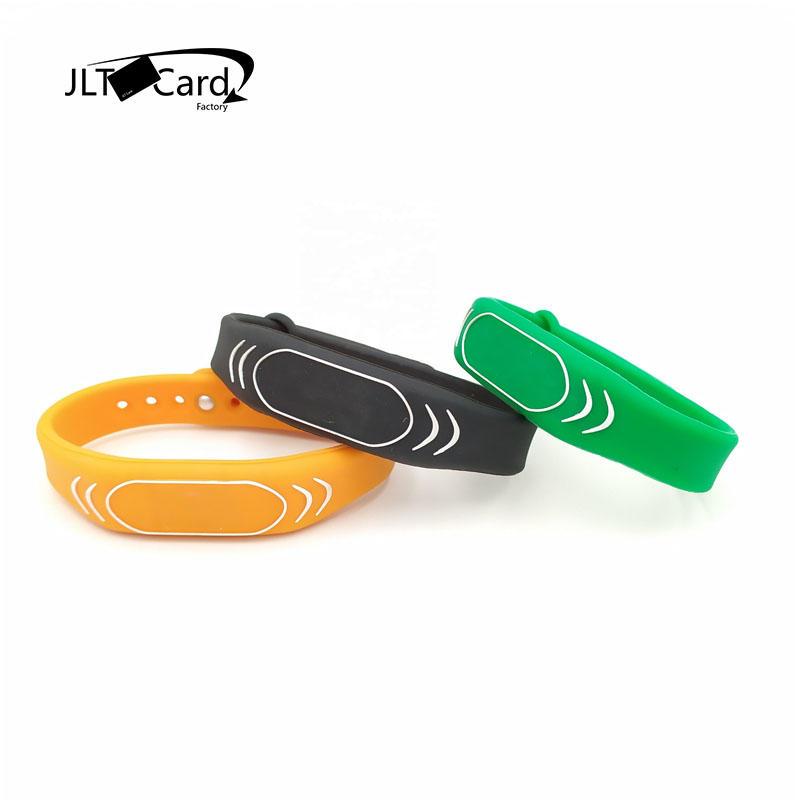 Debossed Logo Waterproof Bracelet Wristbands 13.56 MHz MIFARE DESFire EV1 4K Silicone Rfid Wristband